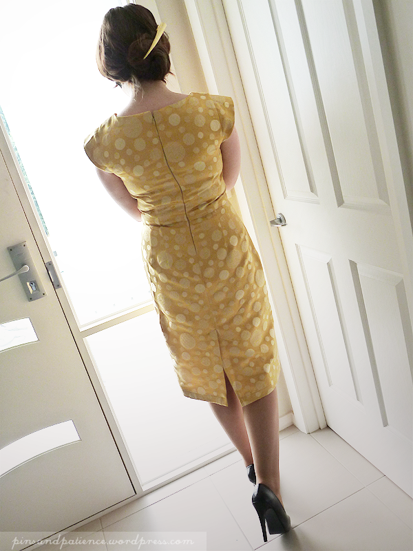 Sew 2012 #004: Happy Back View!