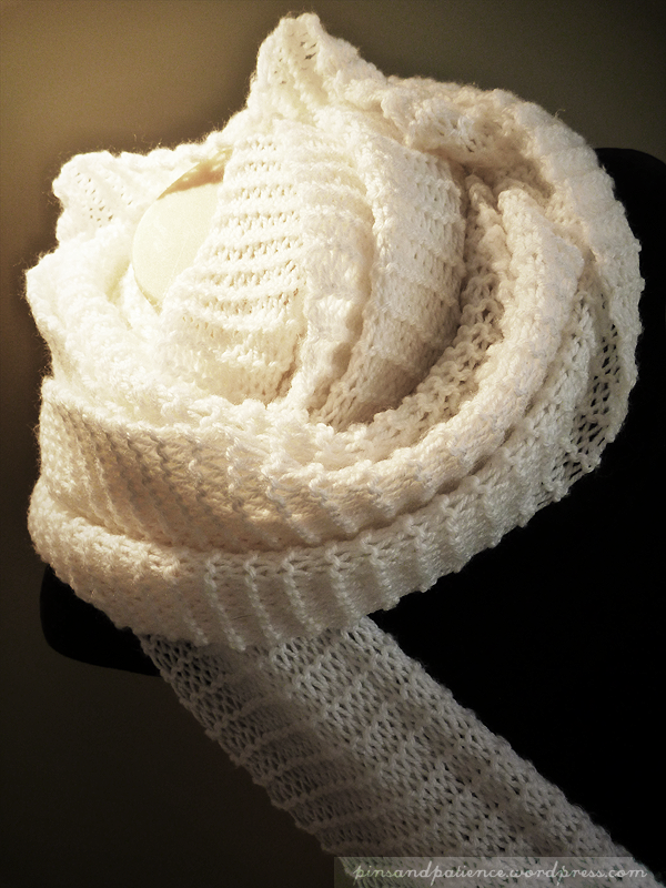 My Handmade Scarf #2: Mega Long White Knit