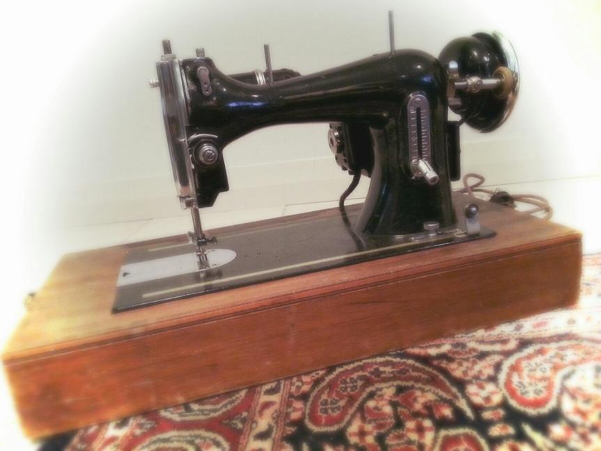 A beautiful old mysterymachine…
